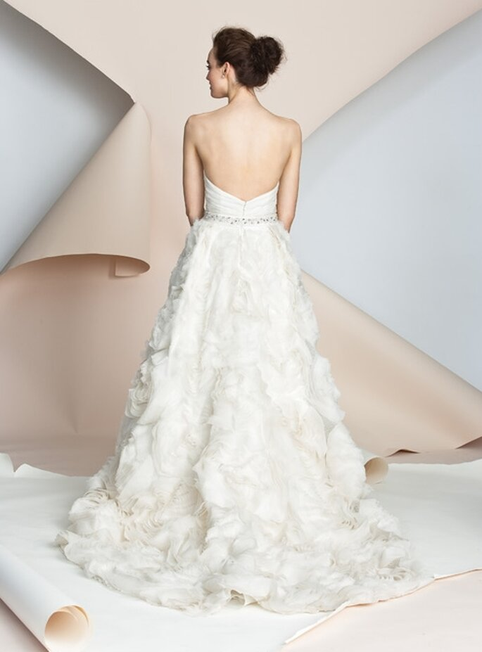 Vestito da sposa con schiena scoperta. Alyne Bridal 2012