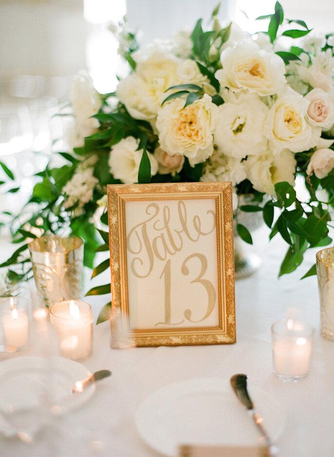 Decoración de boda con marcos y portarretratos - Jose Villa Photography