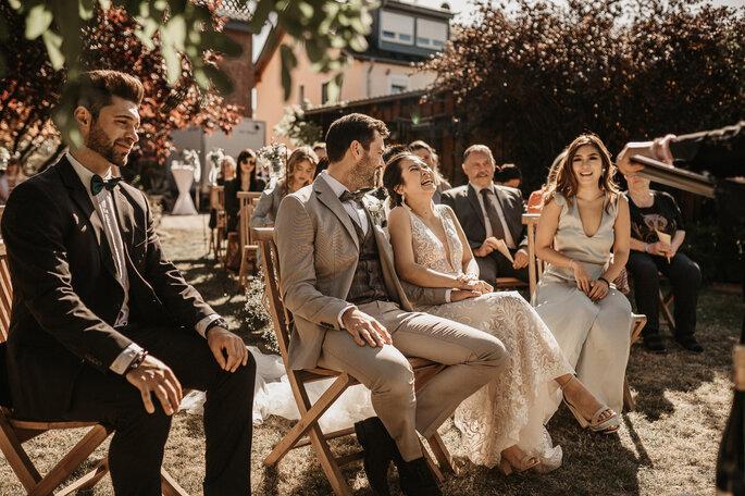 Freie Trauung. Brautpaar bei zweisprachiger Trauung
