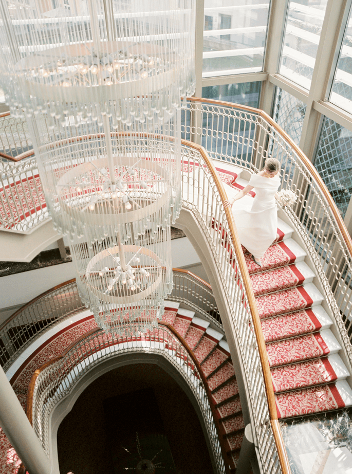 Garbo Eventos. Foto noiva descendo a escada