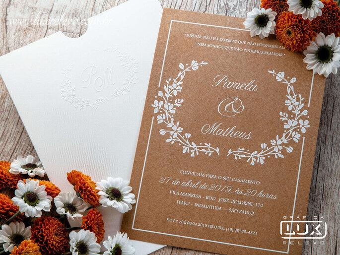 Convite rústico em papel kraft da Gráfica Lux Relevo