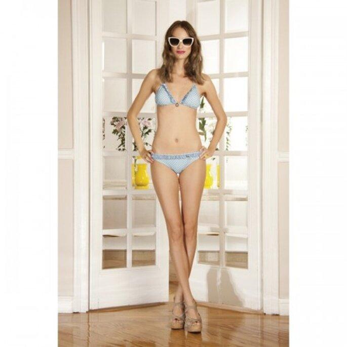Bikini con volantes en tonos azules especial para la luna de miel - Foto Dolores Promesas