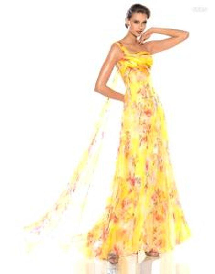 Pronovias Cóctel 2010 - Jakarta, vestido largo de escote transversal en color amarillo