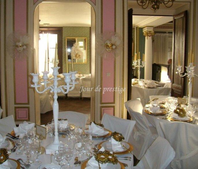 Thème de mariage vénitien : masques, candélabres et dorures donnent le ton !