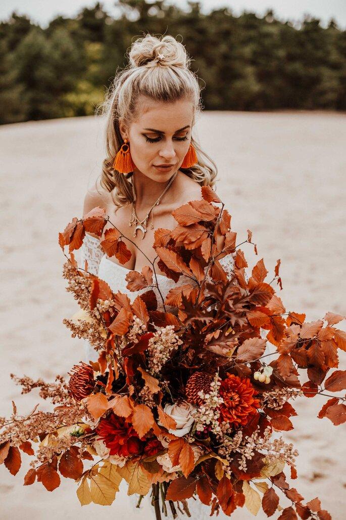 Braut Boho Style mit Brautstrauß Herbstfarben