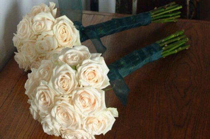 Elabora un ramo de rosas redondo y compacto - The Work Shop Flowers Oficial