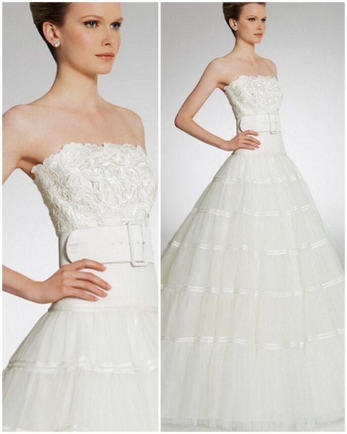 Vestido de novia strapless corte princesa con cinturón. Patricia Avedaño