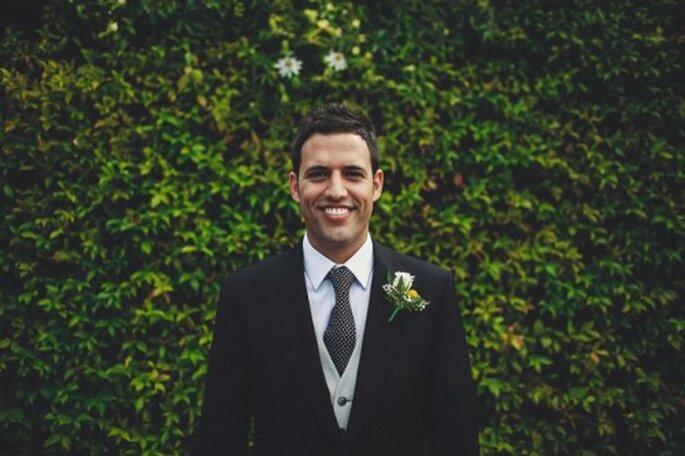 Accessoirisez votre tenue de marié d'un chapeau haut de forme - Photo : Carolina Sainz