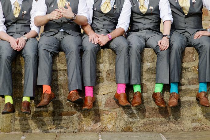 Medias coloridas para invitados a una boda. Foto vía Shutterstock