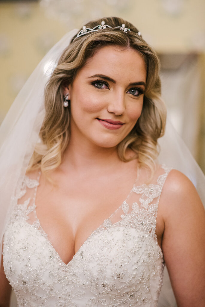 Acessório de cabelo da noiva: Casa Vasconcellos - Foto: Lucas Lima Fotografia