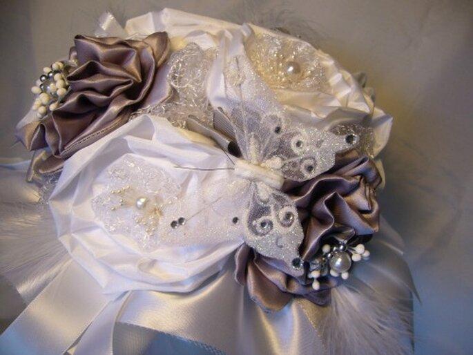 Rose Poudré : des accessoires de mariée uniques, romantiques et faits-main