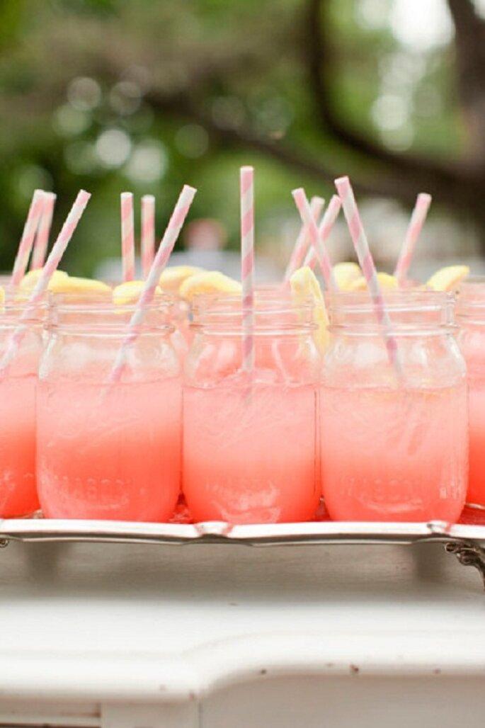 Tutto parte con l'aperitivo! Foto: Bonny Berry Photography via stylemepretty.com