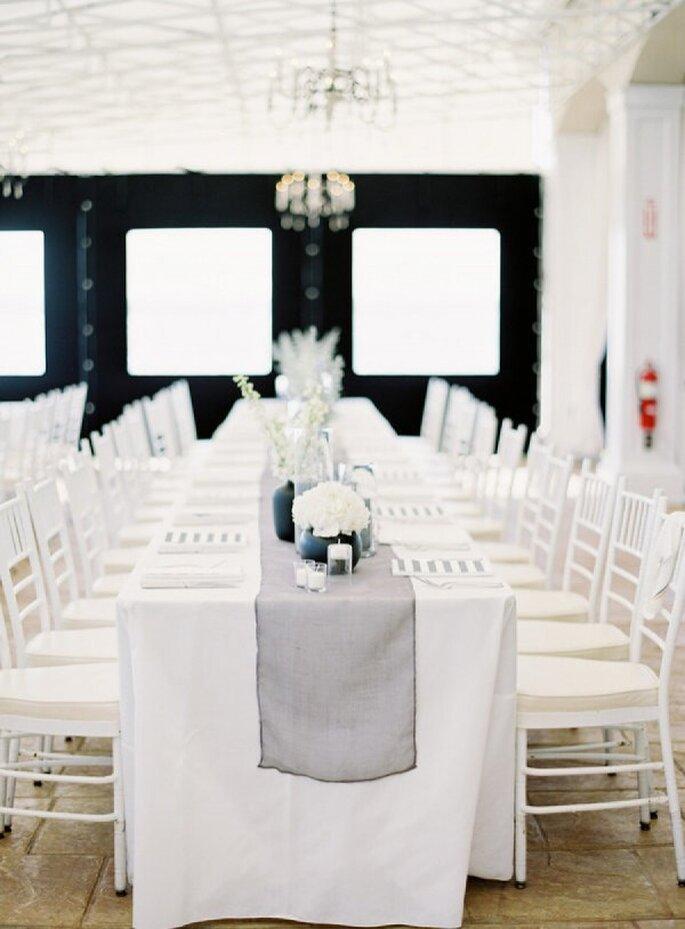Hochzeitstischdekoration in dezenten Farbtönen - Foto Jen Huang Photography
