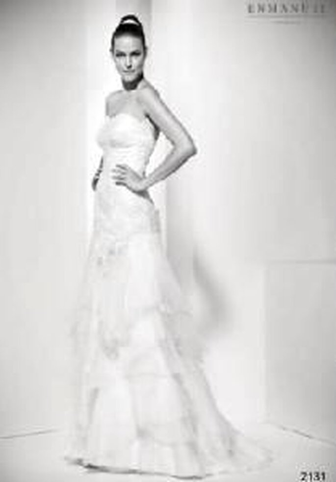 Enmanel Couture 2009 - Vestido con top de chantilly bordado y falda con volantes de organza
