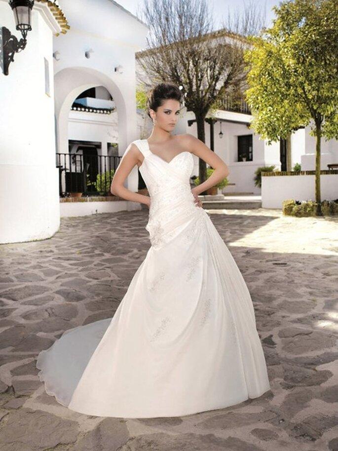 One-Shoulder Brautkleid von Miss Kelly aus der Kollektion 2012