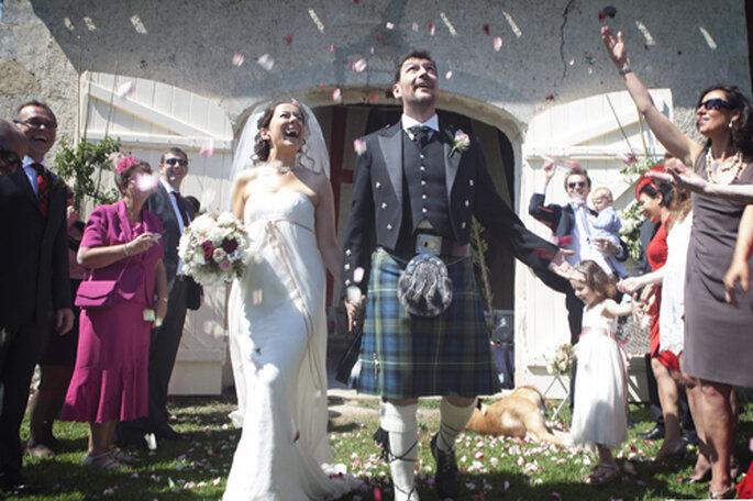 O noivo vestido com tradicional Kilt escocês. Foto: Charlotte Valade