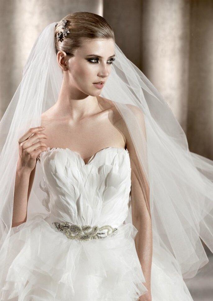 Robe de mariée avec des plumes Pronovias 2012. Photo: Pronovias