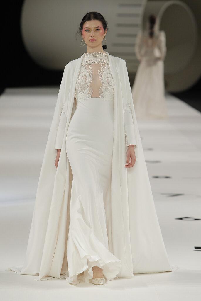 Vestido de novia dos piezas con capa