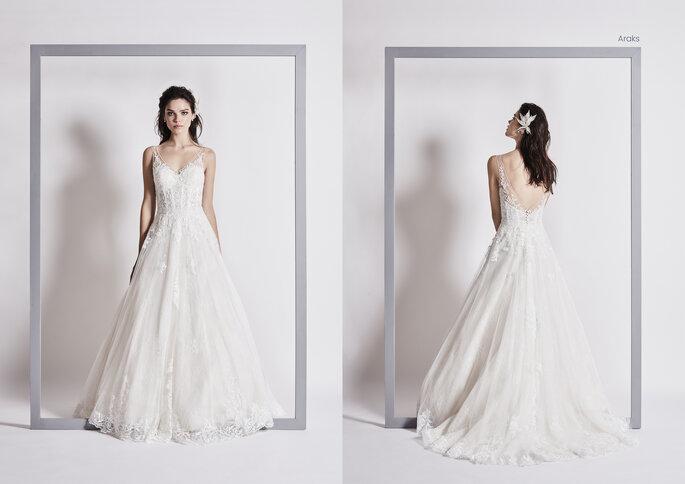 Priam Paris - un modèle posant dans l'une des sublimes robes Priam 2021 de la boutique Priam Paris