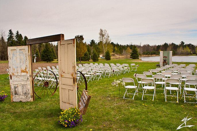 Decoración para ceremonia la aire libre. Foto: Michael J Mandeville