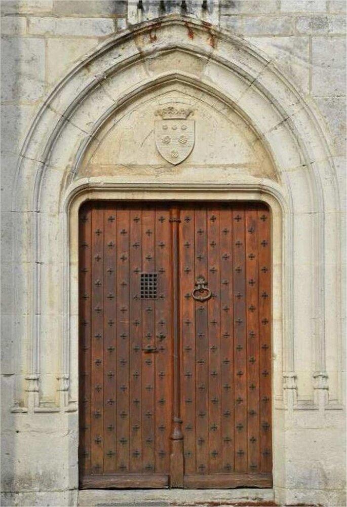 La porte d'un château de style gothique