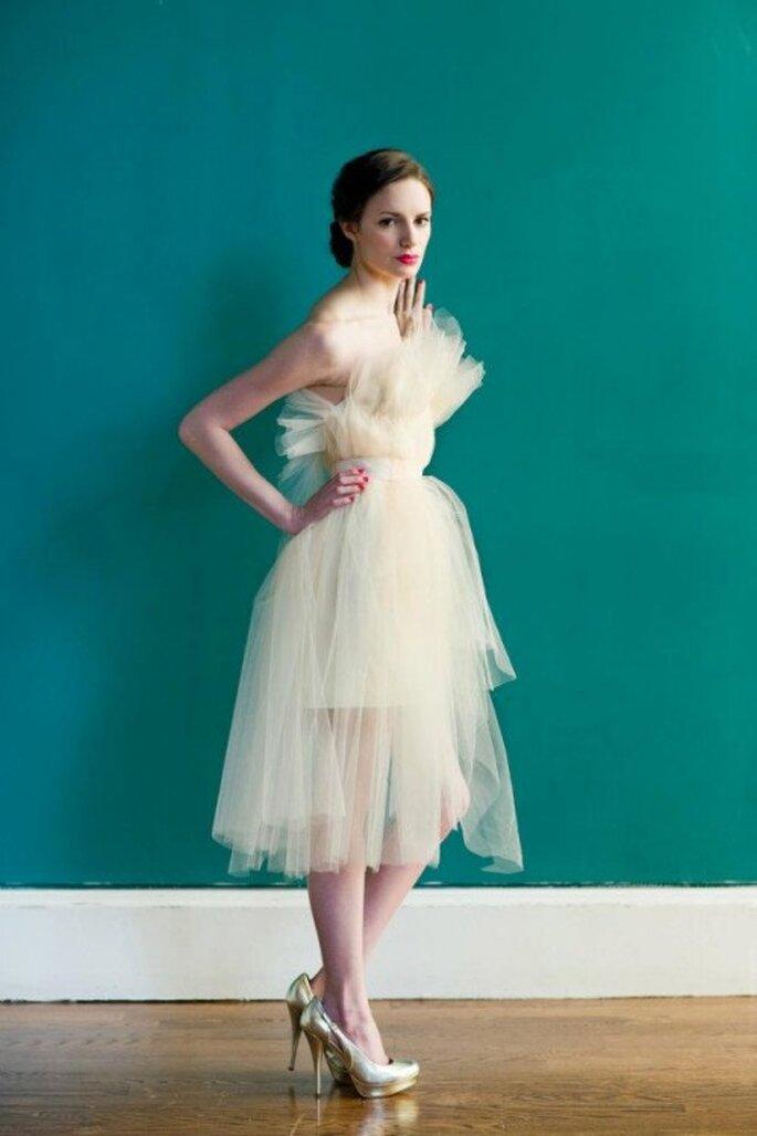 Vestido de novia para boda civil en color nude - Foto Carol Hannah