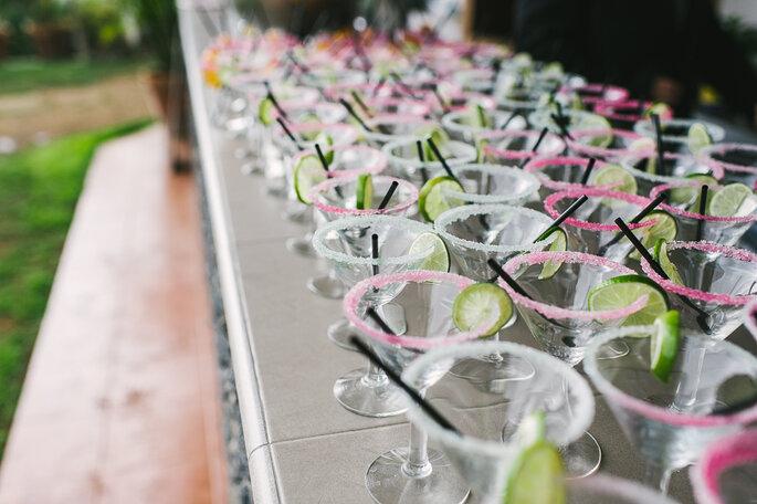 Besondere Cocktails für Ihre Hochzeitsgäste. Foto: Alberto Mahtani