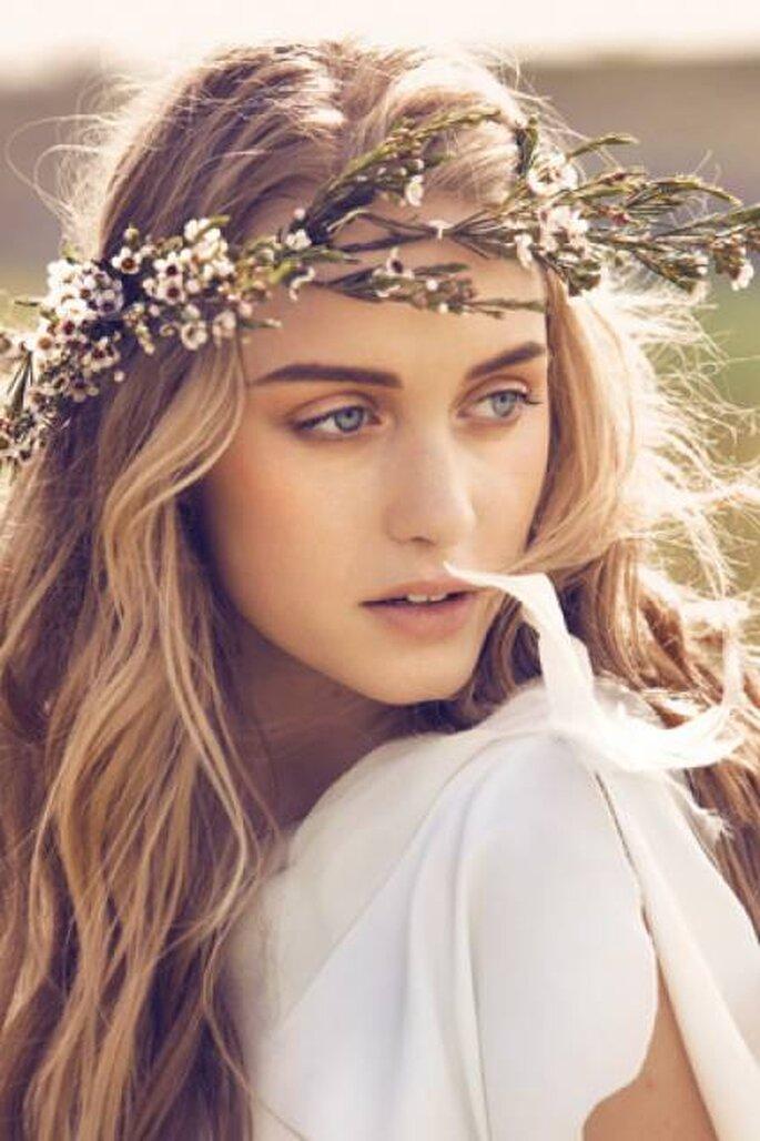 Brautfrisur Mit Blumen Haarreifen