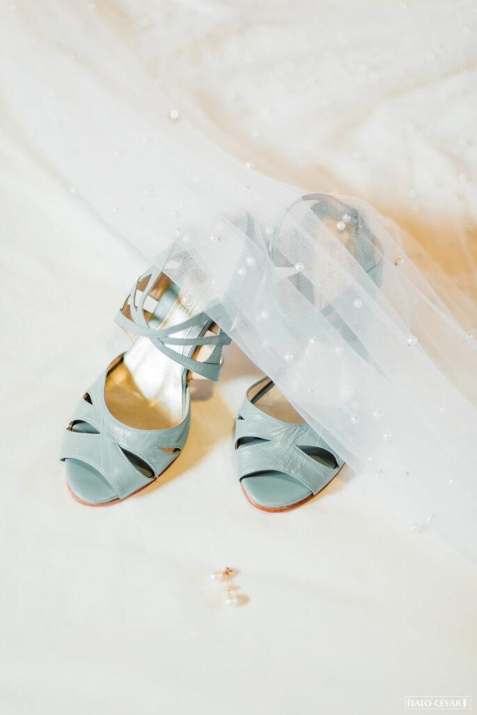 Sandália azul para casamento