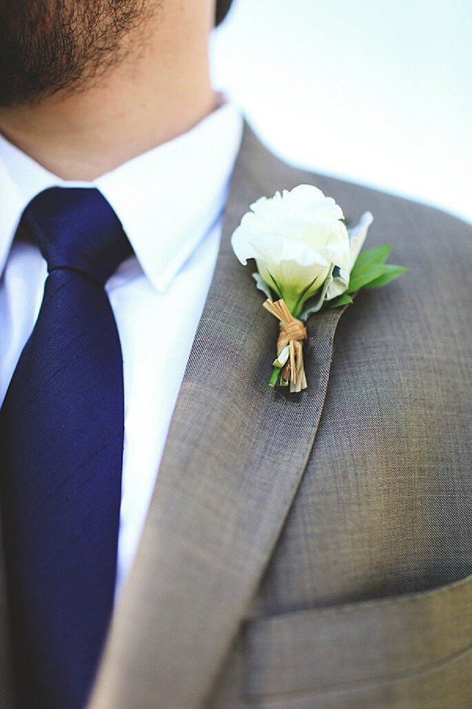 Inspiración en azul marino y coral para tu boda - Foto Vine & Light Photography
