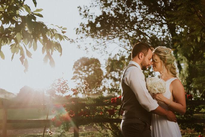 e0d984b044 Casamento ao ar livre de Danyela e Caio  apaixonante e repleto de ...