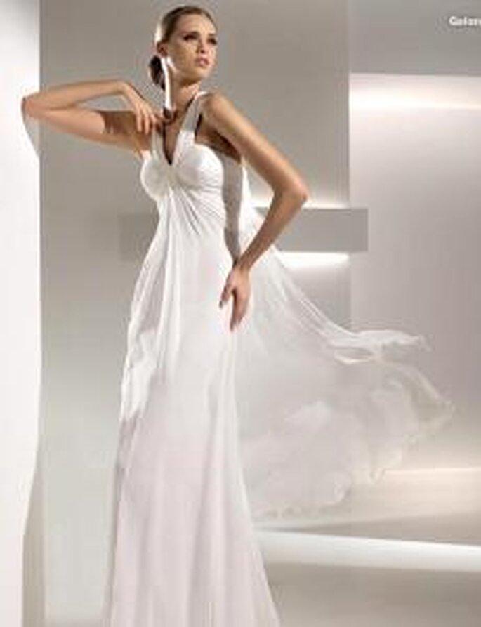 Pronovias 2010 - Galon, vestido largo en seda, corte imperio, escote en V