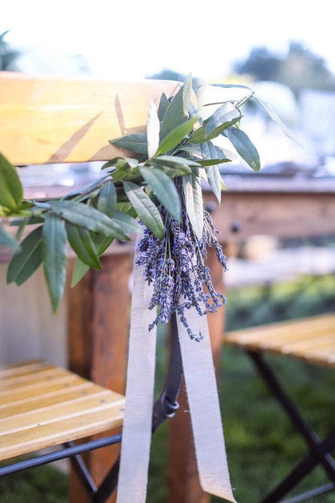 Sillas decoradas con flores de lavanda - Max Wanger