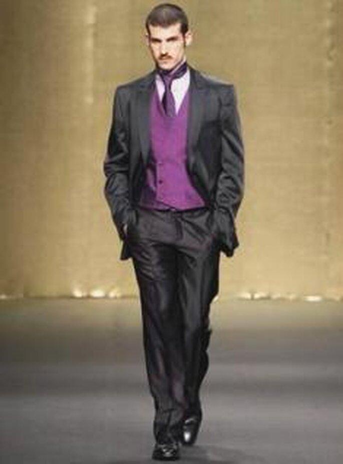 Antonio Miró 2009 - Traje de novio, conjunto con chaleco y corbata