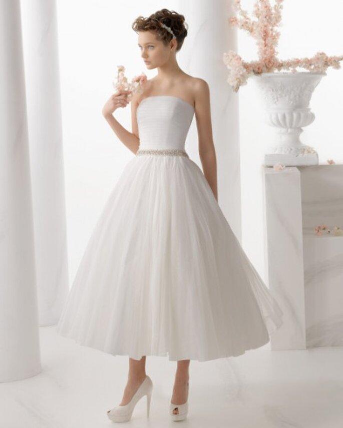 suknia ślubna do łydki.