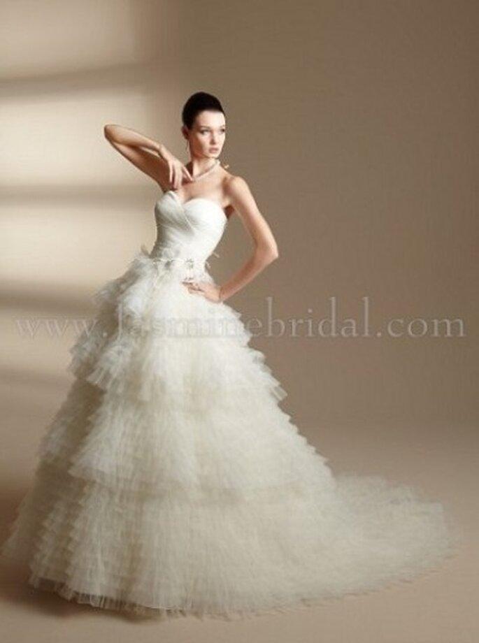 Romantisches Brautkleid, schulterfrei und mit kleiner Schleppe – Modell T142001