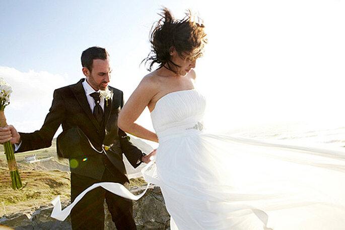 ¿Has pensado incluir las fotos más espontáneas en tu álbum de boda? Foto: Doble A Foto