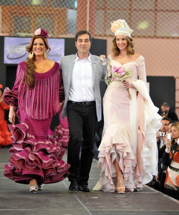 Pepe Fernández, Raquel Bollo y yo al final del desfile de 'Sevillanía'.Foto: Montse Amoreo