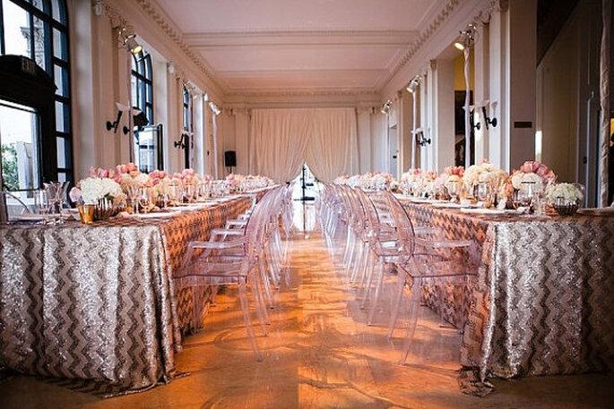 El chevron llega para vestir de gala las mesas de tu boda. Foto: Modern Celebrations