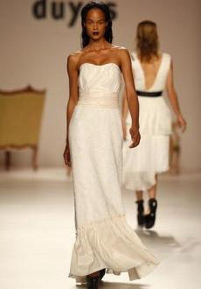 Duyos 2010 - Vestido largo de talle alto, palabra de honor en corazón, bicolor