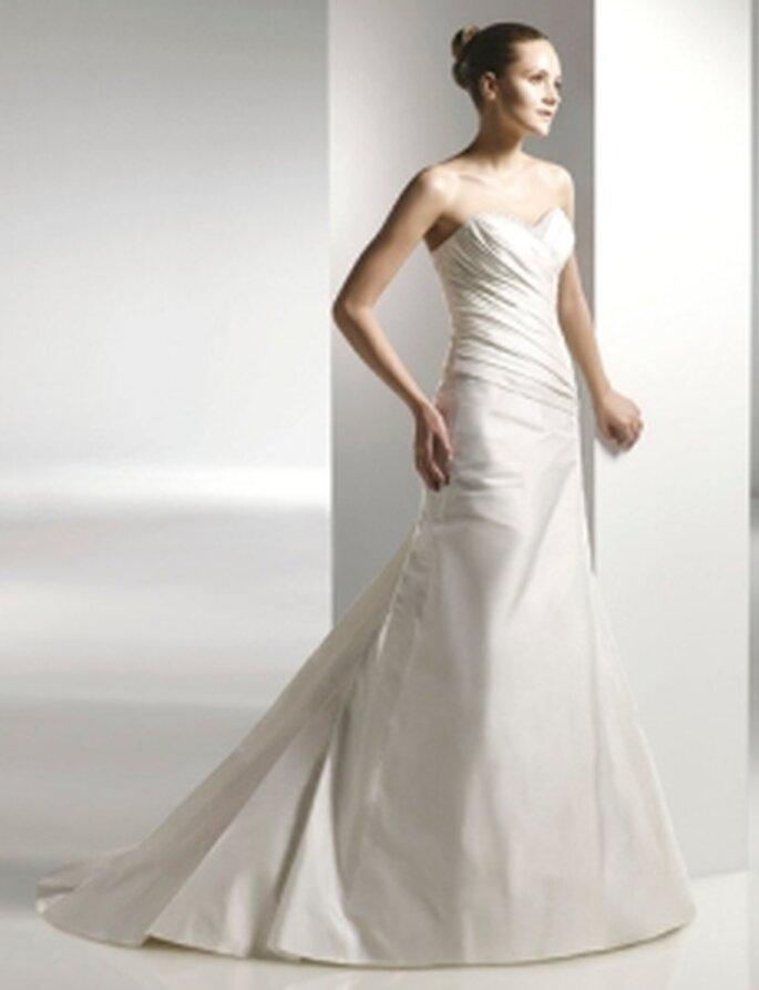 Anjolique 2010 - Vestido largo en seda plisada, corte princesa, escote palabra de honor