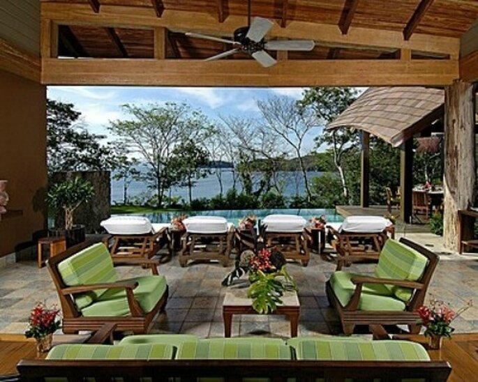 Terrasse zum Entspannen: Flitterwochen im Four Season Resort in Costa Rica.