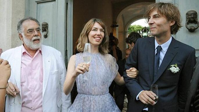 O vestido de noiva de Sofia Coppola, aqui na foto com o pai e o marido  Foto: Porto fino world