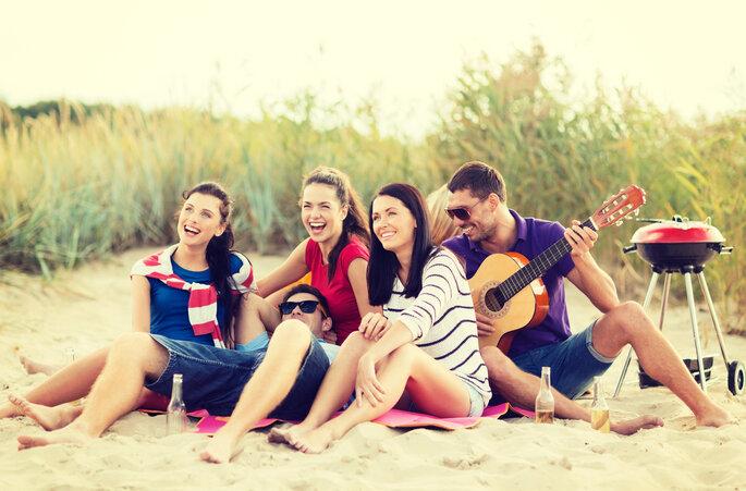 5 razones esenciales para no abandonar a tus amigos por un chico - Shutterstock