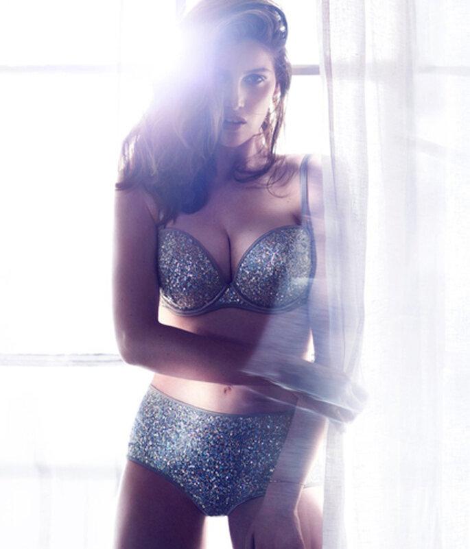 Glamour con figura retro: conjunto brillante de H&M. Foto de H&M