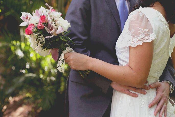 Casal com buquê