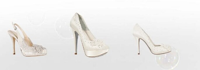 Tre modelli con cristalli per una sposa che non vuole rinunciare ad un tocco di romanticismo. Collezione Sposa Loriblu 2012