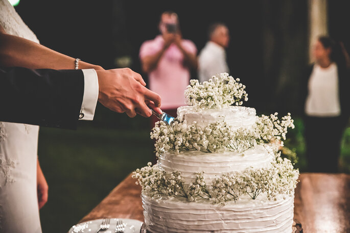 momento do corte do bolo casamento