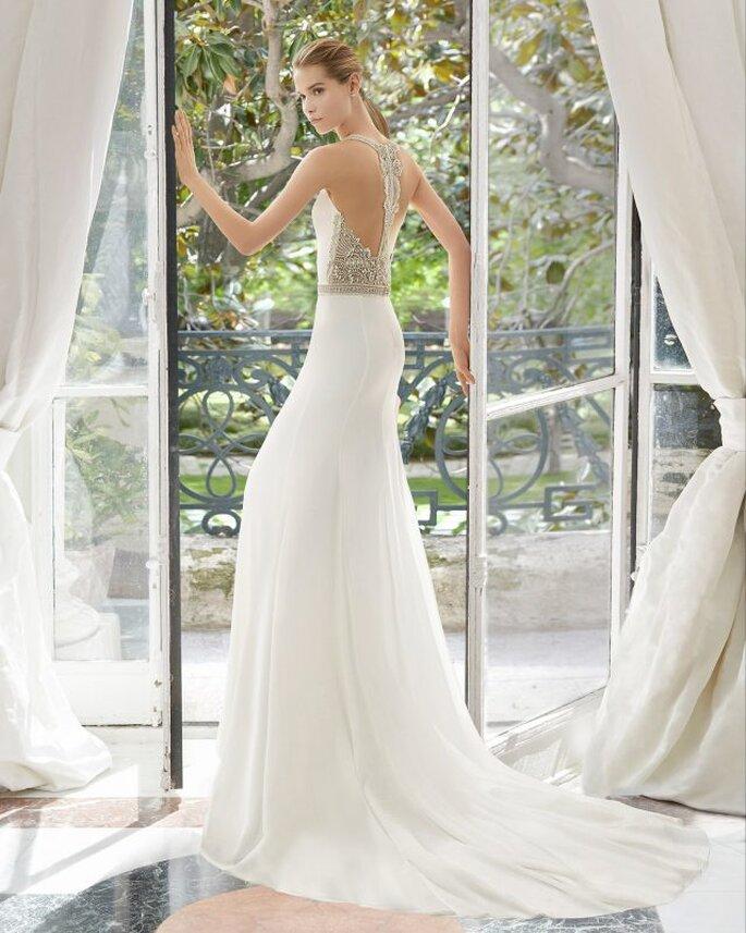 Espalda joya con trasparencias vestido de novia de línea recta