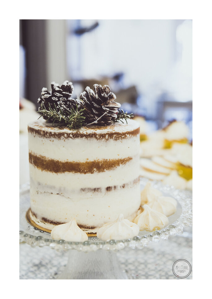 Photo : MissTerre Photographie / Wedding cake : Lovely Pâtisserie